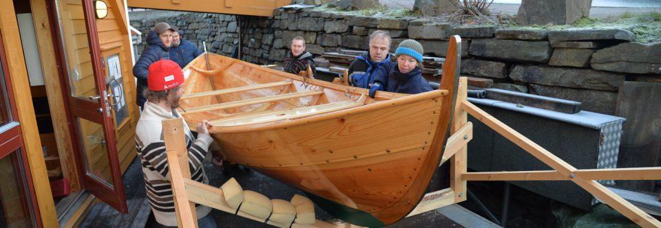 Ein  glad  båtkjøpar  henta  sin  nye  Oselvar  i  dag