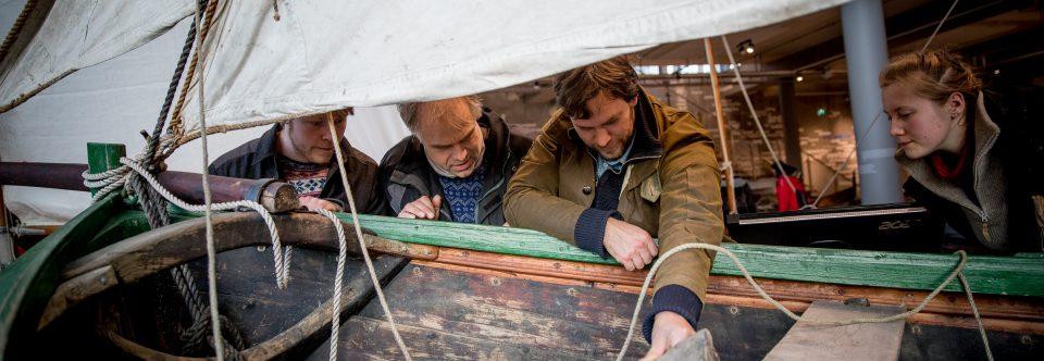 Båtbyggjare  og  lærlingar  på  tur  til  Hordamuseet